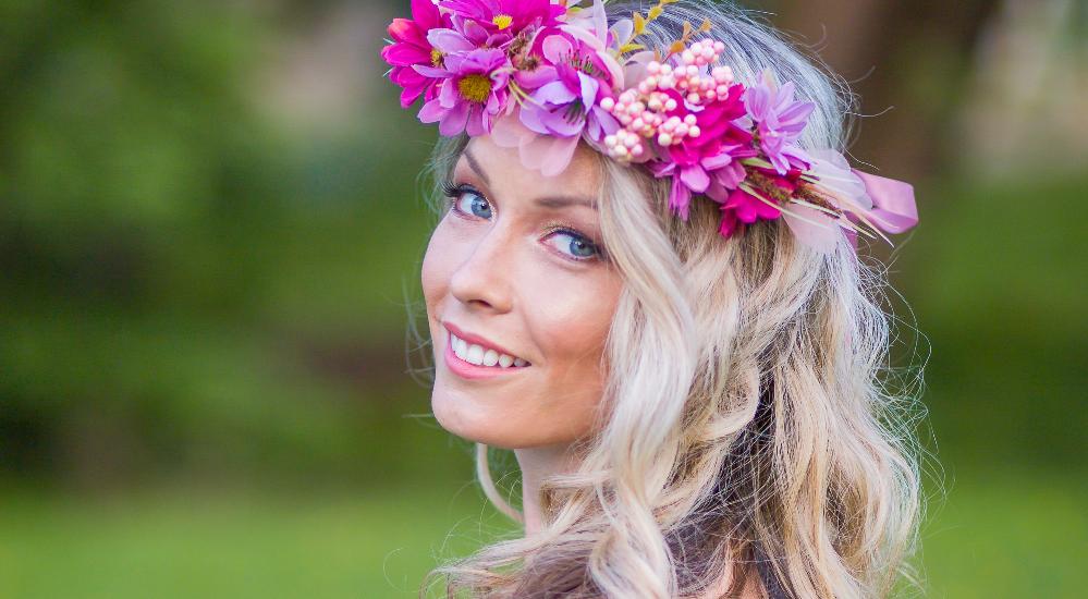 Jarní foto make-up v jemných zlato růžových tónech