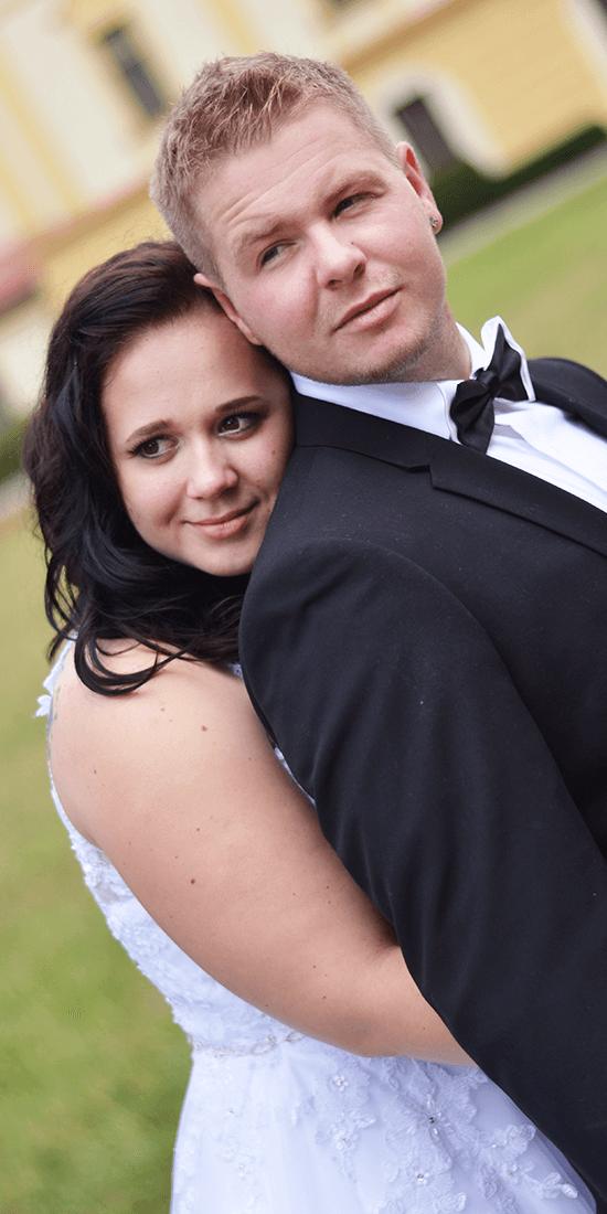 Svatební focení, make-up pro nevěstu, béžovo-hnědé stíny, linka, umělé řasy, nenápadná rtěnka