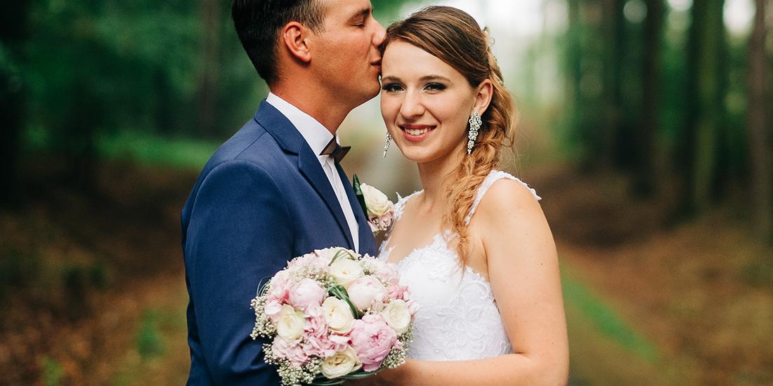 Make-up pro nevěstu, výraznější kouřové oči, umělé řasy, přirozená rtěnka