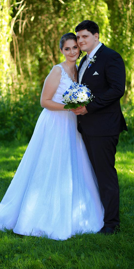 Svatební make-up, nevěsta a ženich, mandlový tvar oka s linkou, jemné stíny, umělé řasy, přirozená rtěnka