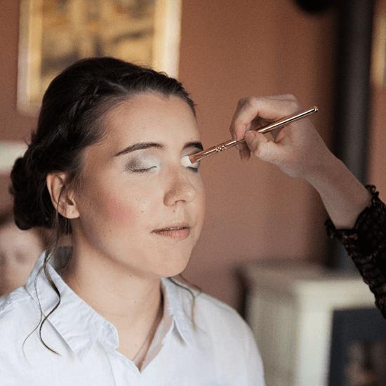 Líčení nevěsty, nanášení očních stínů