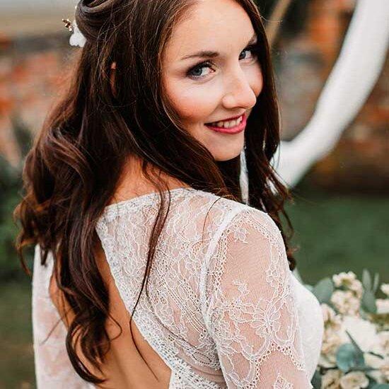 boho nevěsta boho líčení boho účes svatební šaty